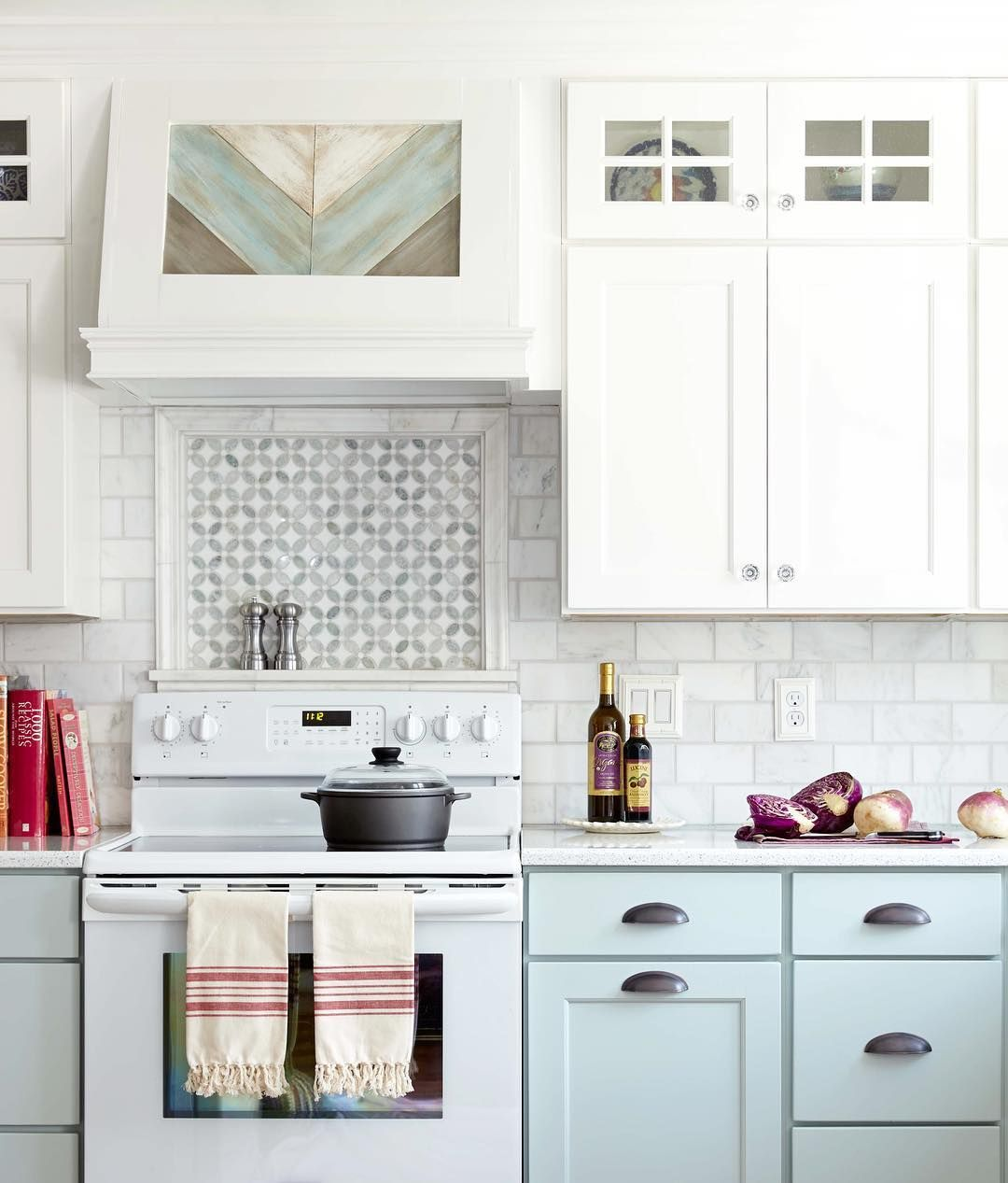 "2,743 Likes, 18 Comments - Better Homes & Gardens (@betterhomesandgardens) on Instagram: ""We're loving the neutrals with a splash of cooler tones in @prettyhandygirl's kitchen. Oh, and that…"""