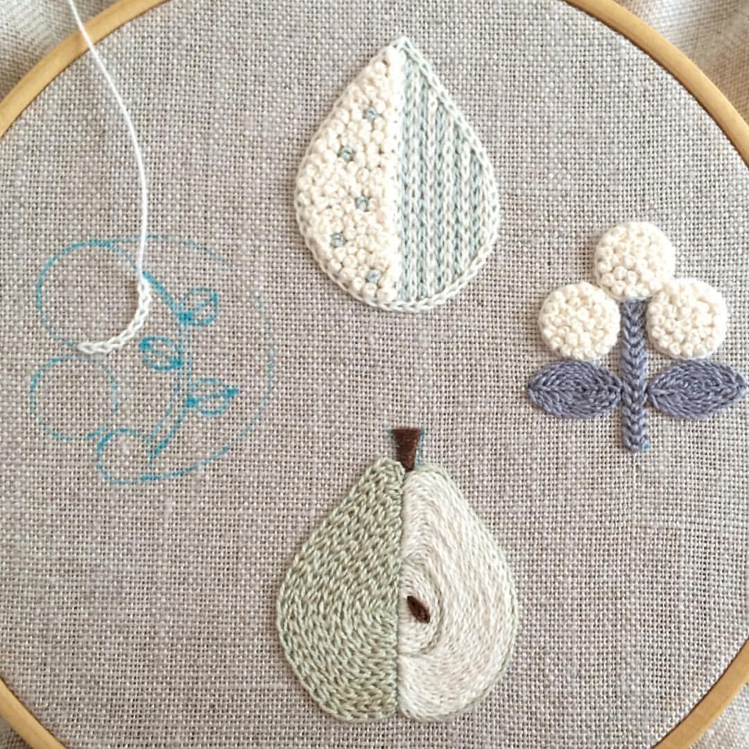 * しずく。 三つ花。 洋梨。 ・ つなぐ、つなぐ。 を刺繍中。 ・ ・ ・