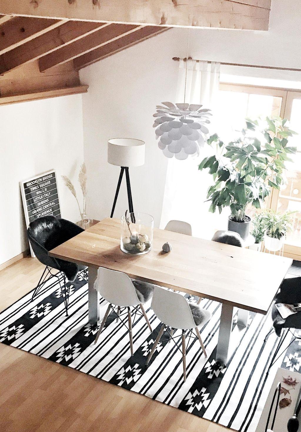 Neuzugang fürs Esszimmer 🖤 #kelim #teppich #schwarzweiss #interior #living #holz #tisch # ...