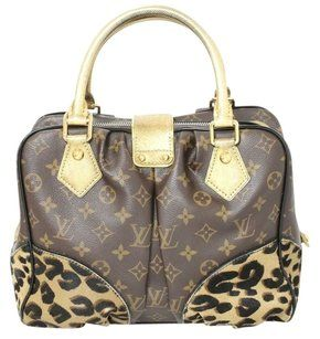 2af2ea56aa40 Louis Vuitton Shoulder Bag