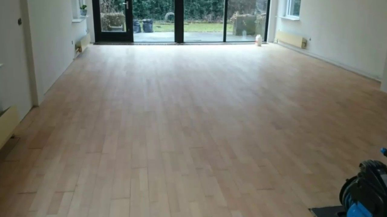verkleurde beuken vloer naar moderne lichte uitstraling houten
