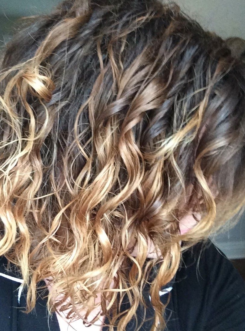 Diy Ombre Short Curly Hair Curly Hair Styles Haircuts For Frizzy Hair Curly Hair Styles Naturally