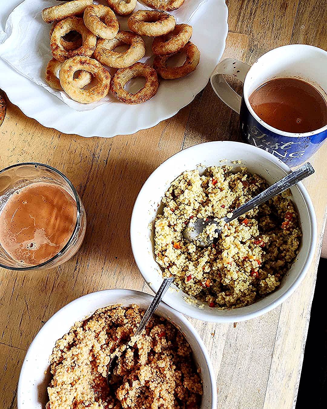 😍😍A variety-full Breakfast 😍😍😍  .  In the pic:- Onion Rings, Tomato Cous-cous, hot spicy cous-cous, and Hot Tea on a winter morning. 🥰🥰🥰  .  .  .  . . 🔥Homemade .  .  .  .  .  .  Subscribe our youtube channel (Link in bio) 🔴🔴🔴  For More 👉👉👉 @bhukkhad_billi  .  .  .  .  .  #bhukkhadbilli #tasteofindia #indianfood #indorestreetfood #indiancuisine #indianstreetfood #indianfoodbloggers #mumbaifood #punefoodblogger #desifood #mumbaifoodies #indianrecipes #delhifoodie #delhifoodies #mum