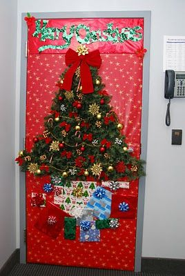 A Classroom Door With Christmas Decoration Like This Will Definitely Get The Kids Excited