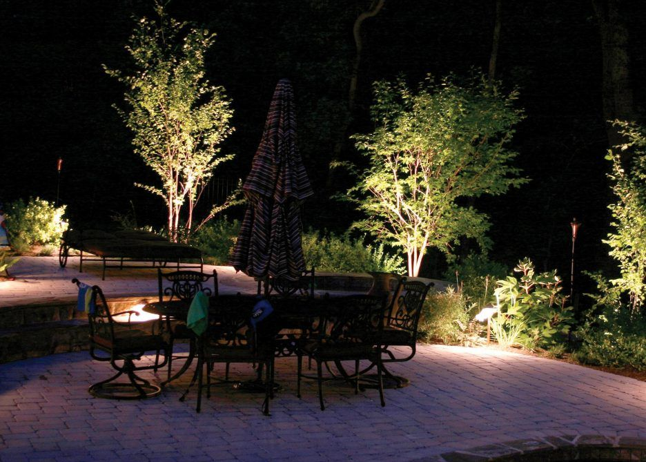 Scenic Outdoor Patio Lighting Garden Decoration Ideas With Nice Lighting Plus A Patio With A Hinterhofbeleuchtung Landschaftsbeleuchtung Terrassen Beleuchtung