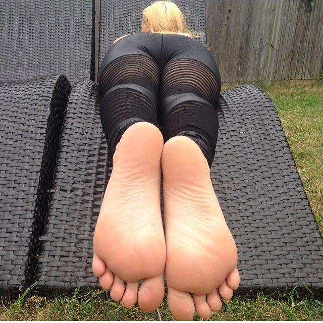 Feet Soles Pose Blowjob