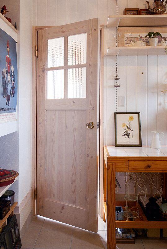 カントリー調リビングドア ガラスがかわいい 室内ドア リビングドア