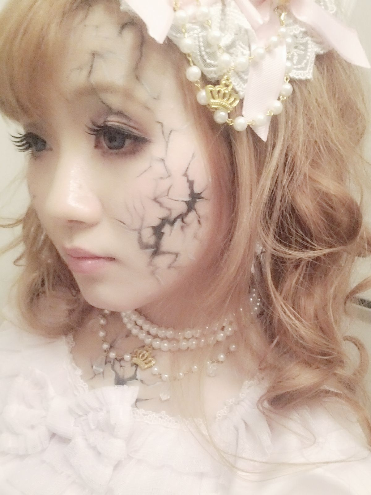Cracked porcelain doll Broken doll makeup, Doll makeup