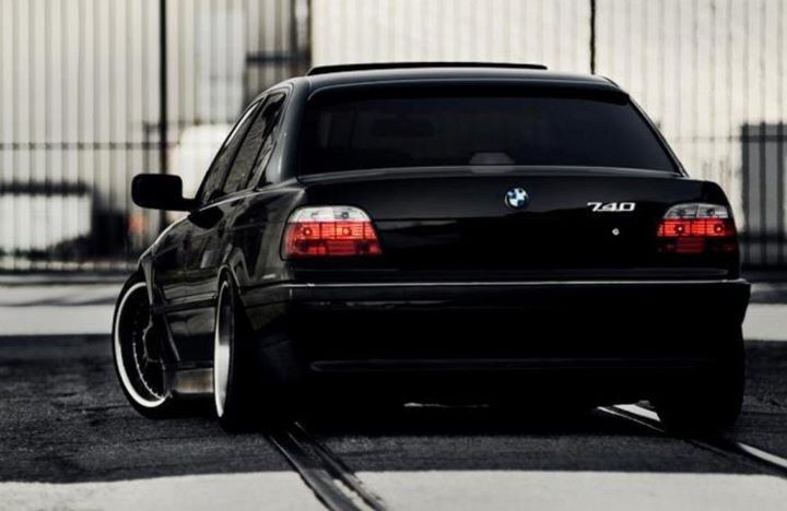 BMW E38 740i