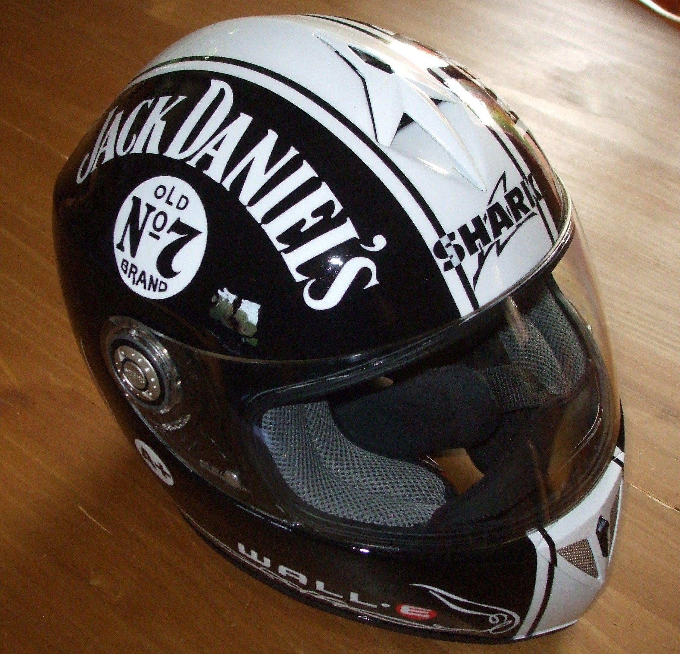Makaero Jack Daniel S With Images Harley Helmets Cool Motorcycle Helmets Motorcycle Helmet Design