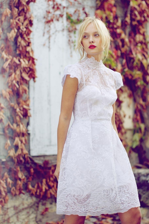 Robe blanche romantique courte