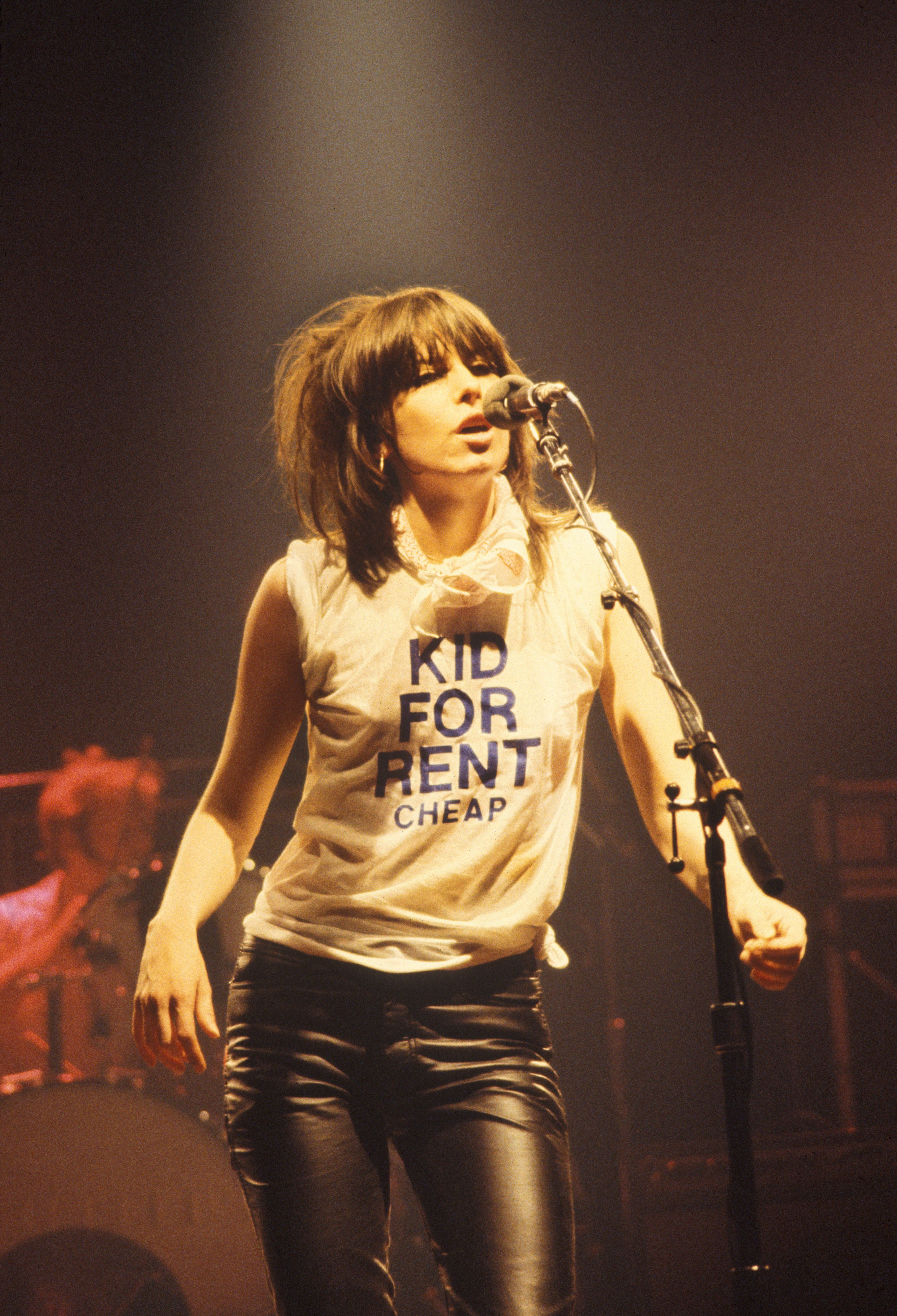 Tracing Chrissie Hynde S Iconic Haircut To Fashion S New Mullet Fever Chrissie Hynde The Pretenders Joan Jett
