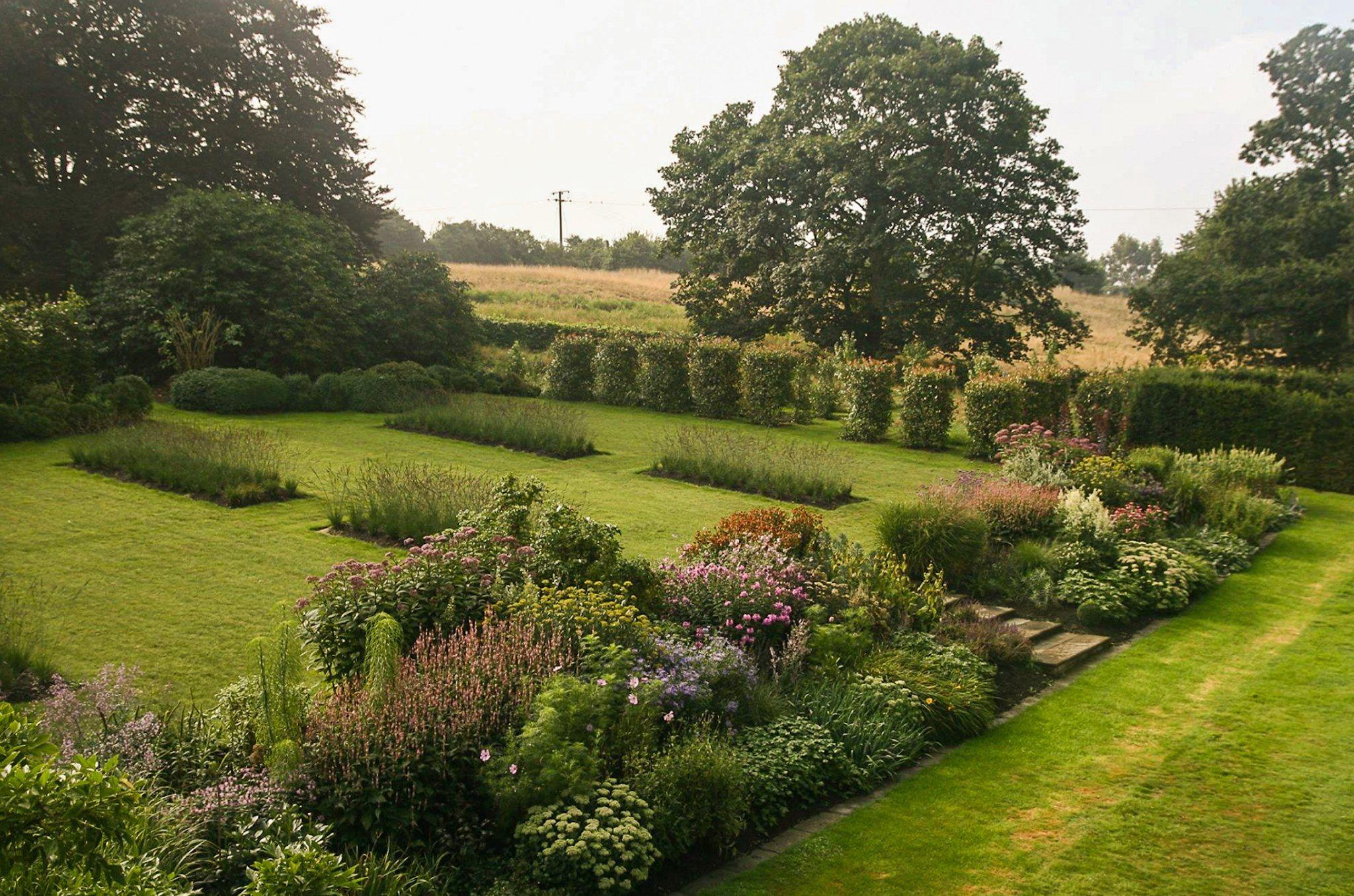 Pin By Jana Vasilova On Schody Chodniky A Naslapy In 2020 Landscape Design Beautiful Gardens Allen Gardens