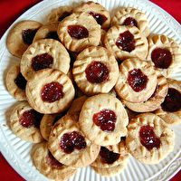 Swedish Red Lips Cookies By Mom S Recipes Peanut Butter Jelly