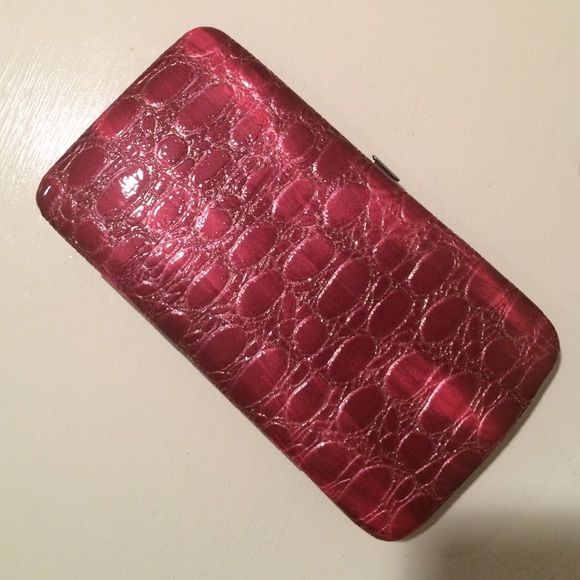 🎉SALE🎉 pink faux-snakeskin wallet Pink wallet, 2 pockets, 1 zipper, 6 credit card holders, snap closure Bags Wallets