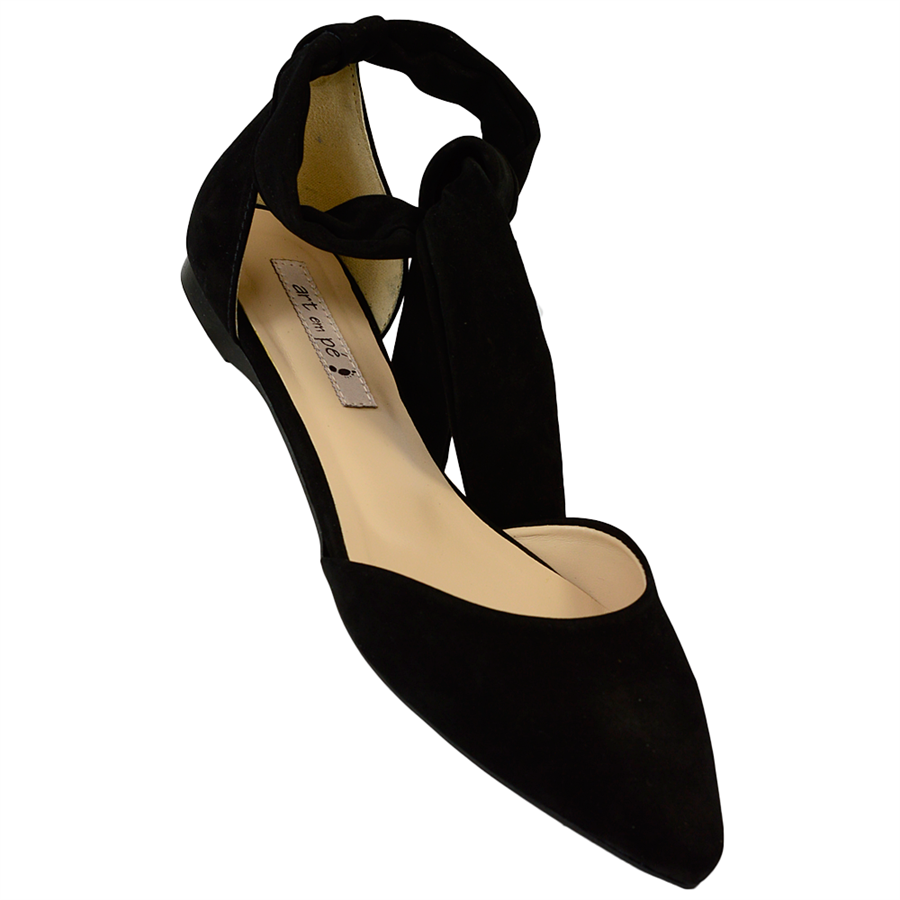 6e2735440 sapatilha lace up em nobuck preto, com tira de amarrar no tornozelo em  nobuck na