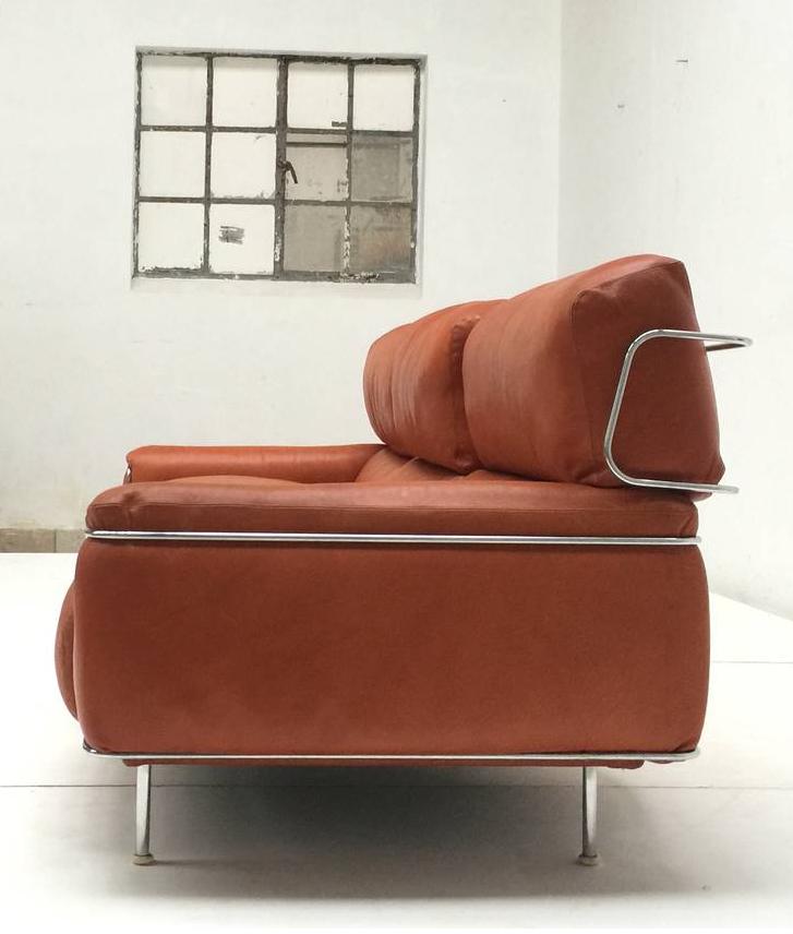 Vittorio Introini Chromed Metal And Leather Sofa For Saporiti