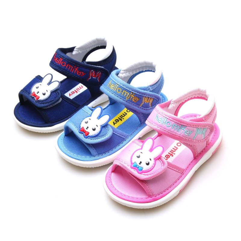 380743c0d323 Free Shipping 1 pair KIDS summer Baby Sandals Girl Sound Children Shoes