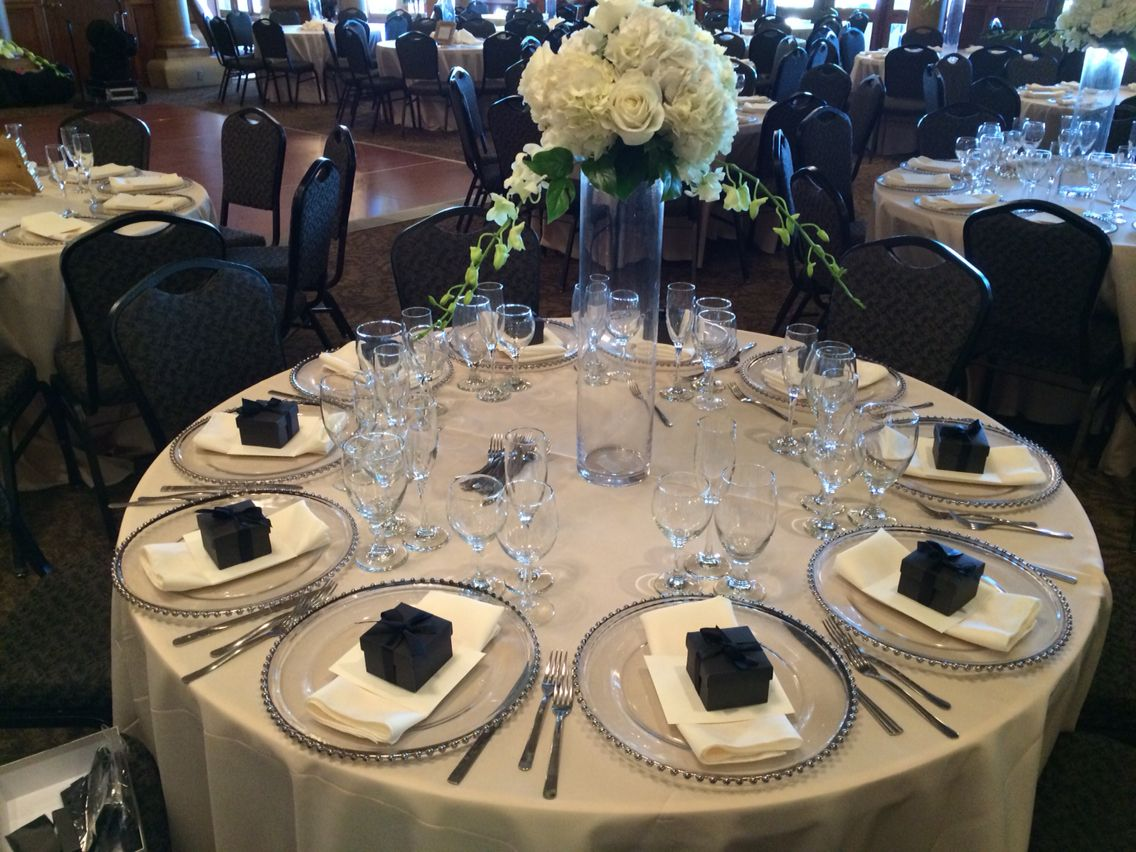 Elegant set up table in black and ivory colors By Blanca Mondragon