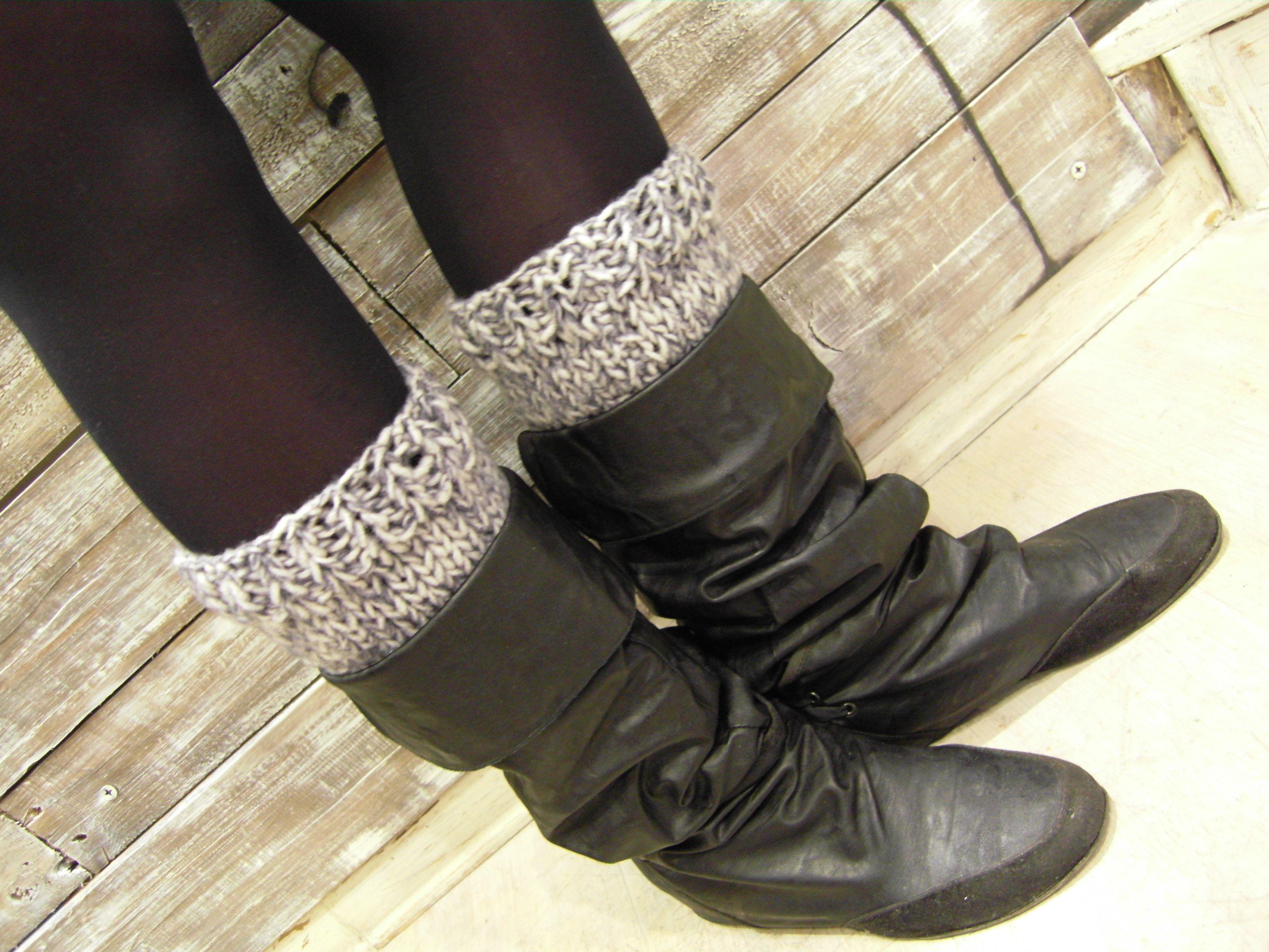 """... """"Boot cuffs"""" in lana melange bianco/grigio, fatti a mano, morbidi e caldi da mettere all'interno degli stivali, disponibili su ordinazione in altri colori ... per info contattaci ..."""