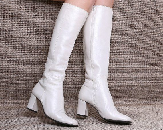 US 7 Tall White Boots 70s Vintage