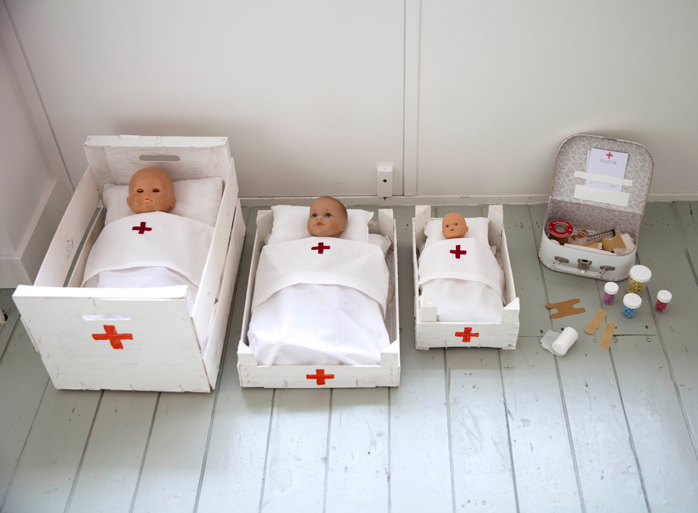 The Little Things... A Doll Hospital! Diy for kids, Kids