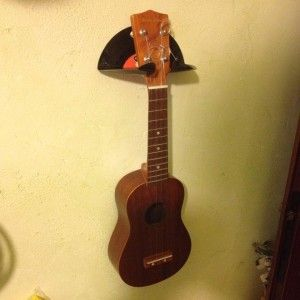 ukulele stand vinyl diy support muralukulele uke stand uku guitare guitar holder mural. Black Bedroom Furniture Sets. Home Design Ideas