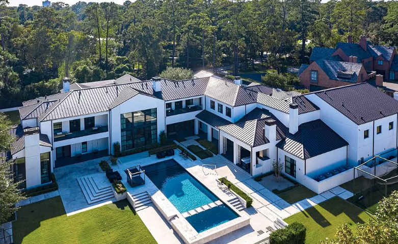 24 5 Million Houston Texas Mansion With Indoor Basketball Court Homes Of The 24 5 Million Luxury Houses Mansions Mansions Luxury Real Estate Marketing
