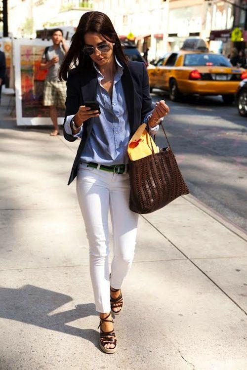 pantalon blanco   camisa azul   blazer negro  6a12ce099a5