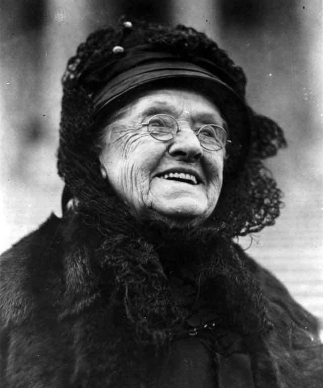 Today in History: NOVEMBER 21 © Library of Congress/Corbis/VCG via Getty Images  1922: First WOMA to serve in U.S. senate Rebecca L. Felton, a Georgia Democrat, was sworn in as the first woman to serve in the U.S. Senate; her term, the result of an interim appointment, ended the following day as Walter F. George, the winner of a special election, took office.