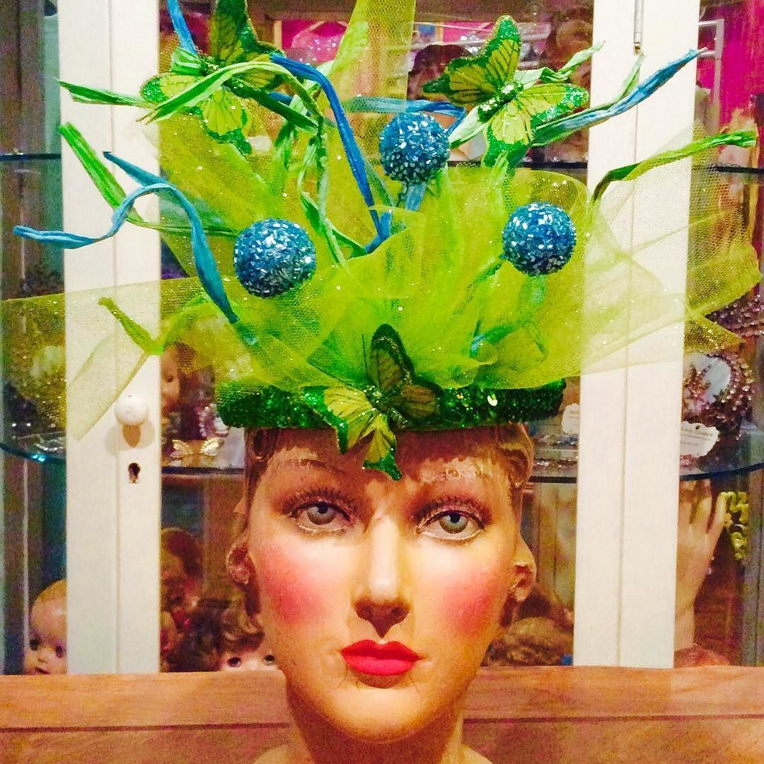 Mardi Gras at moonshine Nettie  #moonshinenettie#mardigras#headdress #carnival#carnivalseason#mardigras2016 #mardigrasnola #frenchquarter#letthegoodtimesroll #louisiana #followyournola#neworleans#nolastyle#nolacostumes #millinery #laissezbontempsrouler #gorgeous#glamour#circus#showgirl#parade #thatlacommunity#mannequin#vintagemannequin#vintage by moonshinenettie