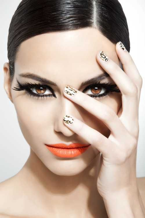 besides the fact that i love this girls make up..the coral lips LOVE..her Blixz Leopard Nails LOVE LOVE!!