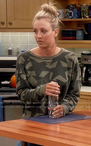 Penny's green star print sweatshirt on The Big Bang Theory.  Outfit Details: https://wornontv.net/60900/ #TheBigBangTheory