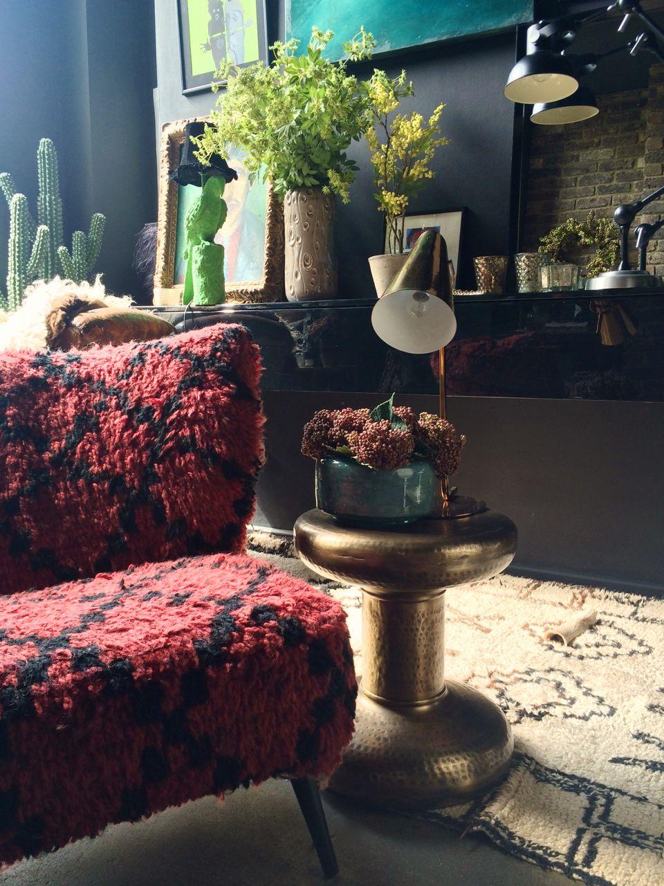 The chair and the sidetable - oooooo