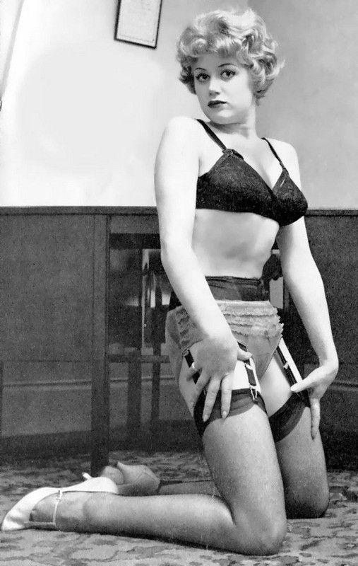 Blonde pornstar seventies style - 4 1