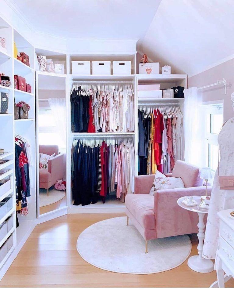 Closet feminino  60 propostas para organizar as roupas com estilo #thriftedhomedecor #thriftedhomedecorideas #diythriftedhomedecor #