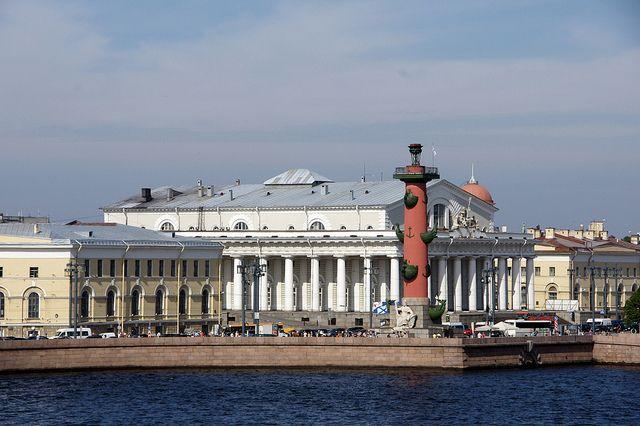 Санкт-Петерб́ург (St. Petersburg) - Стрелка Васильевского острова (Bourse and Rostral Column)