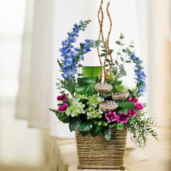 table flower arrangement would be nice flower arrangement that you can choose for your special table design meanwhile you need to make it beautiful with