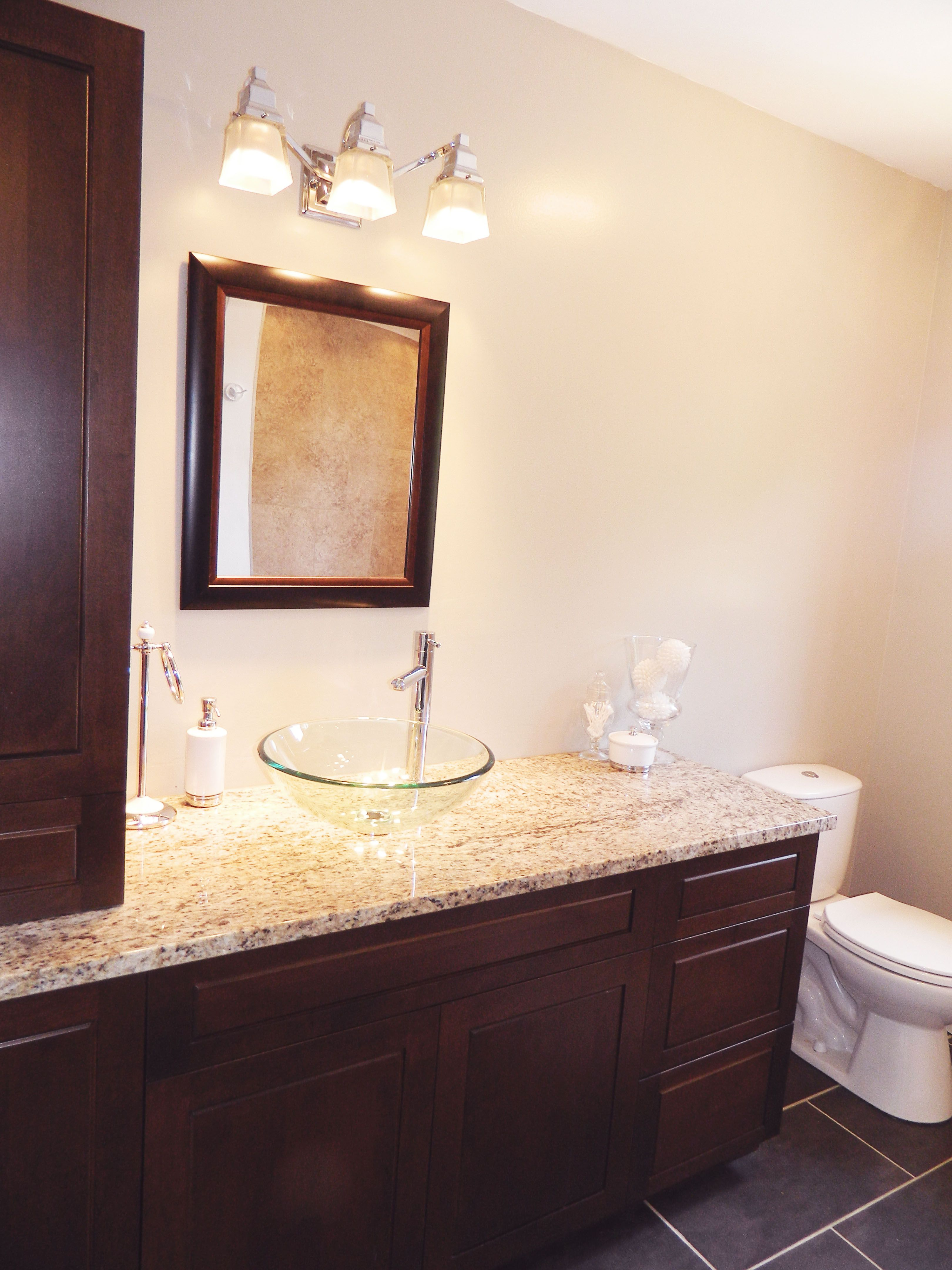 Bachelor Contemporary Bathroom La Chambre Design