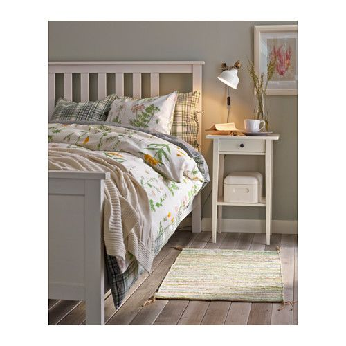hemnes cadre de lit teint blanc lit 140x200 hemnes et ikea. Black Bedroom Furniture Sets. Home Design Ideas