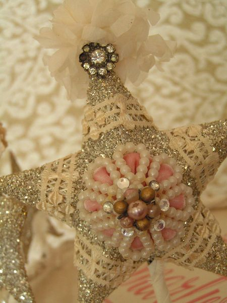 How To Make This Vintage Star - using pieces of lace and salvaged jewelry.