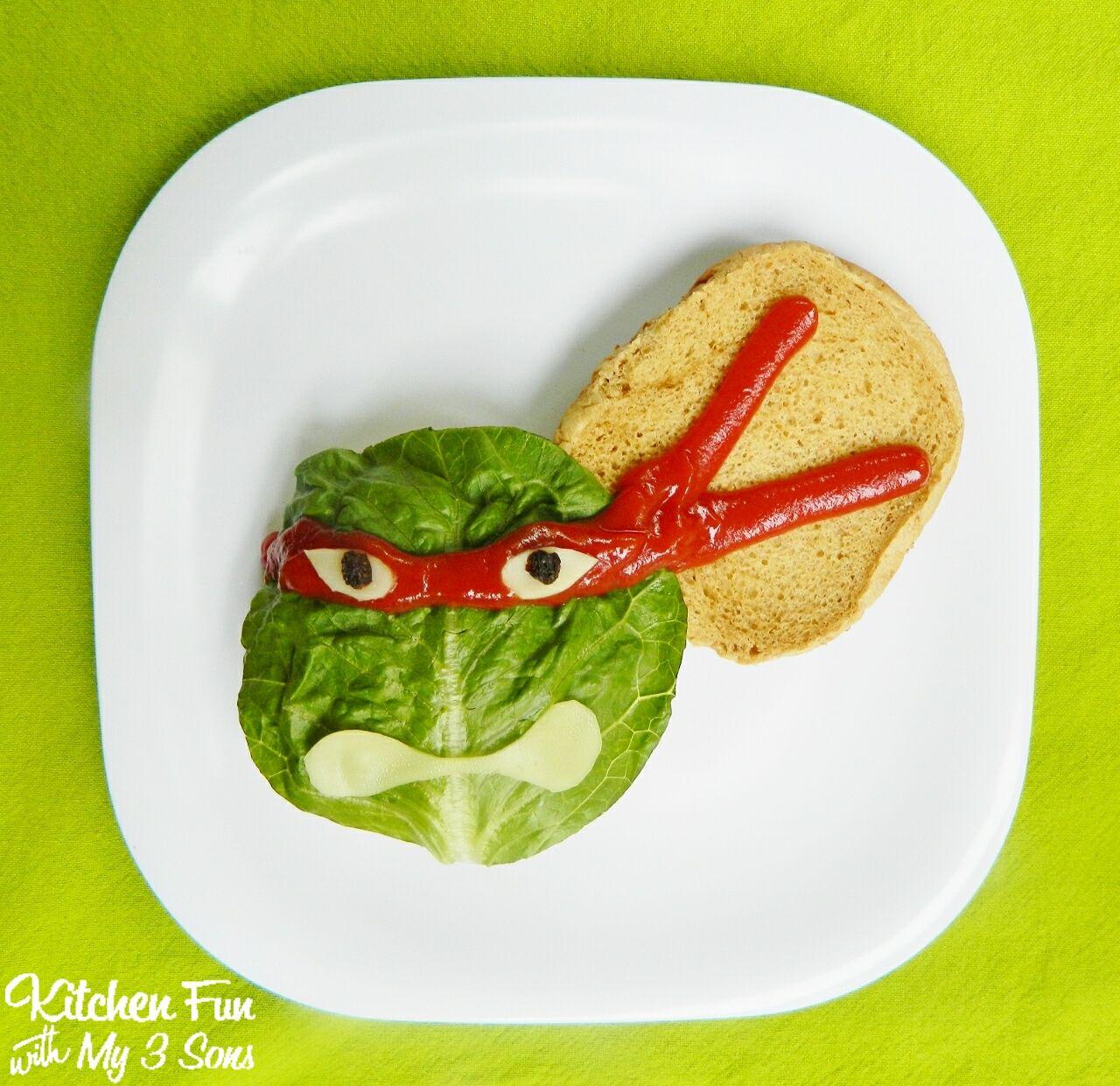 Bring the Teenage Mutant Ninja Turtles to lunchtime with these fun burgers!- Little Passports #littlepassports #teenagemutantninjaturtles #kidslunch #burgers - Kreabarn.dk sætter børn i fokus. Følg med på Facebook, instagram, pinterest og vores blog, kreatip.
