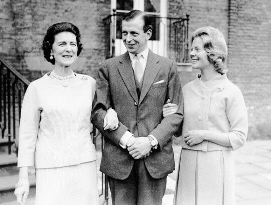 Marina Duchess Of Kent Edward Duke Of Kent With His Fiancee Katherine Worsley 1961 Verloving Engeland