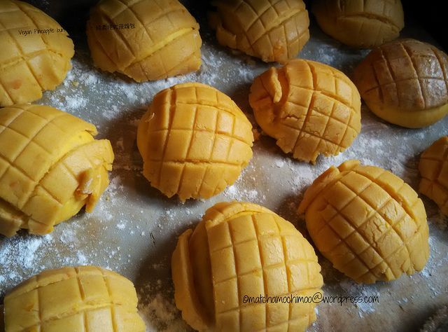 Vegan Pineapple bun (HK style)/ Japanese Melon Pan/ メロン パン ~ 純素港式菠蘿包 This is the follow up story from the previous post: Vegan Cocktail Buns. Now is the time to achieve my promise. Actually, I wrot...