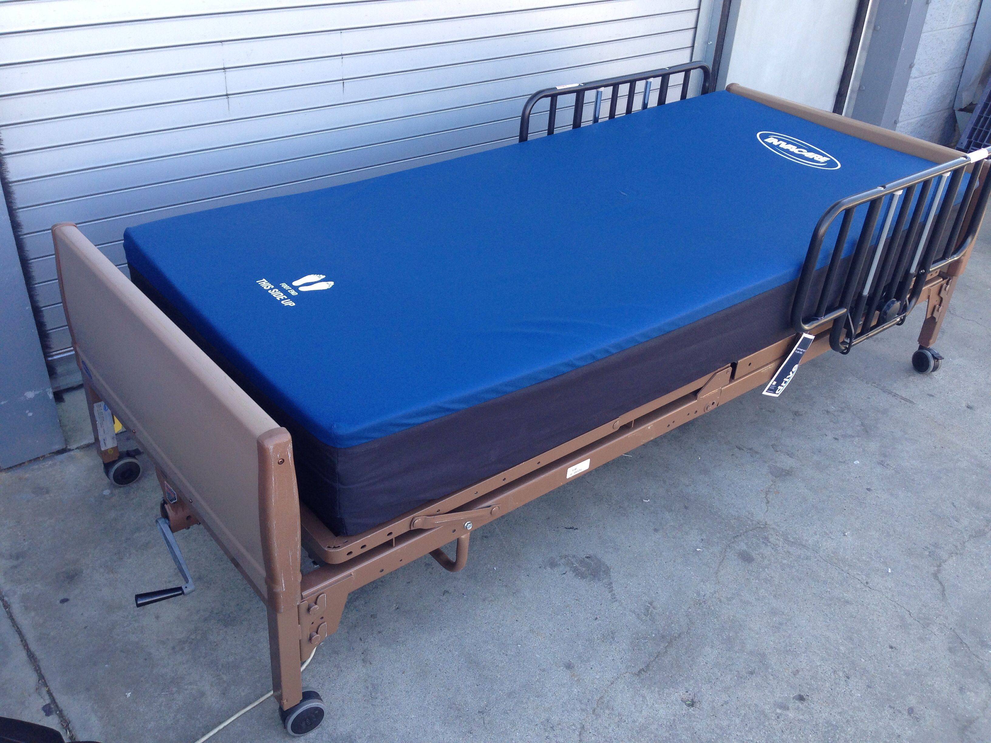 Invacare Air Mattress Is A Full-Depth Replacement System To Reduce  Interface Pressure For Stage I-IV Pressure Ulcers.