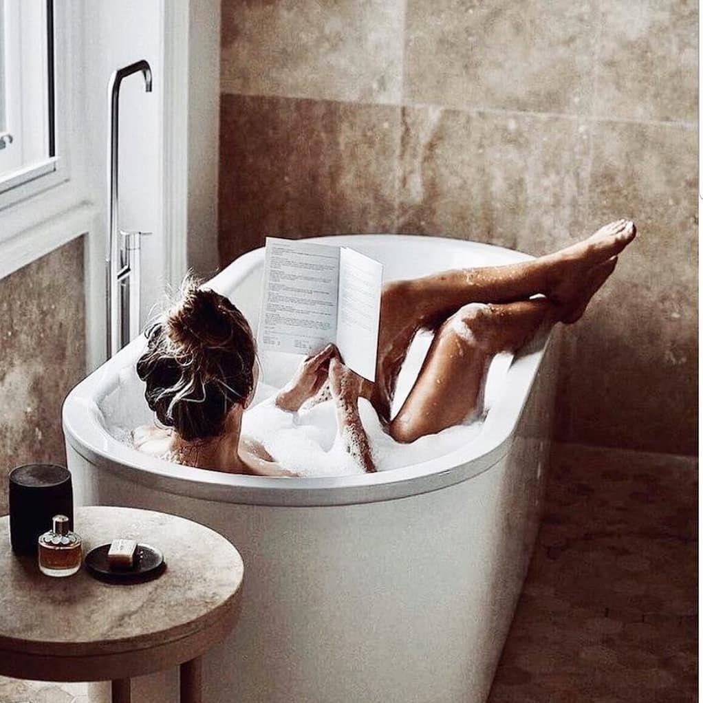 L'envie du dimanche 📚 🛁   .  #bain #dimanche #nerienfaire #weekend #inspiration #pinterest #mood #ambiance #bijoux #bijouxcreateur #creatricenantaise #faitmain #madeinfrance