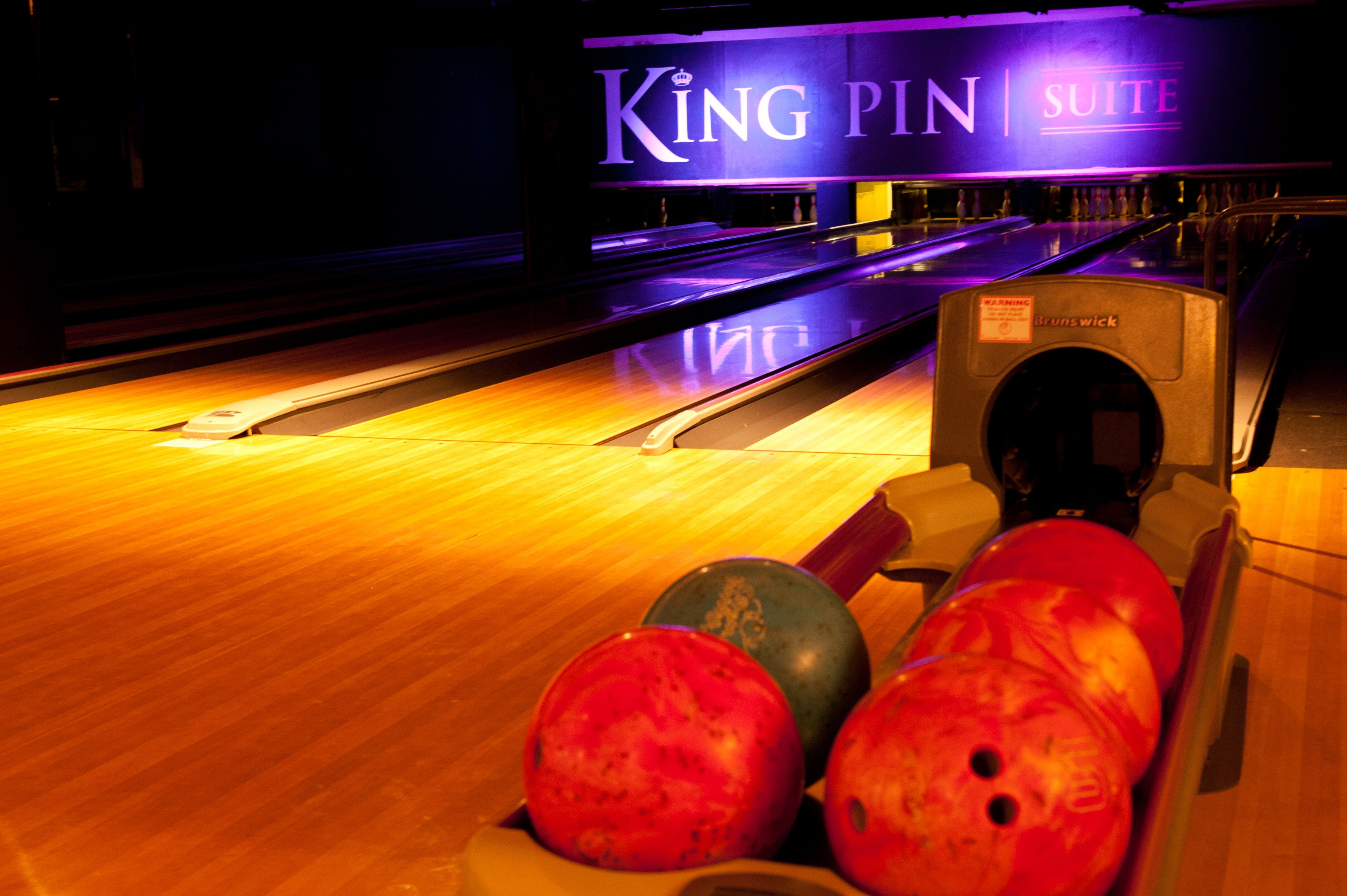 Exclusive Bowling Lanes Virtual Graffiti King Pin Graffiti Wall