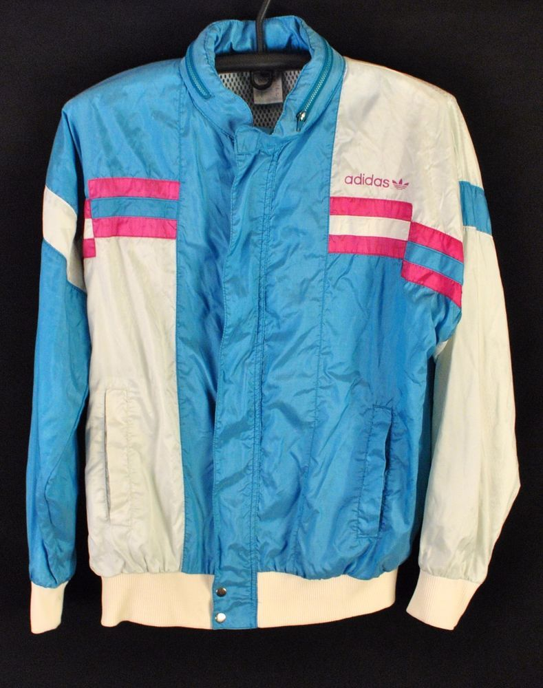 Presenting you authentic windbreaker by Adidas from the mid