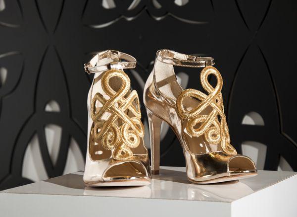 Sandália Guilhermina com inspiração barroca   SHOES   Shoes, Luxury ... ad5110e1a1