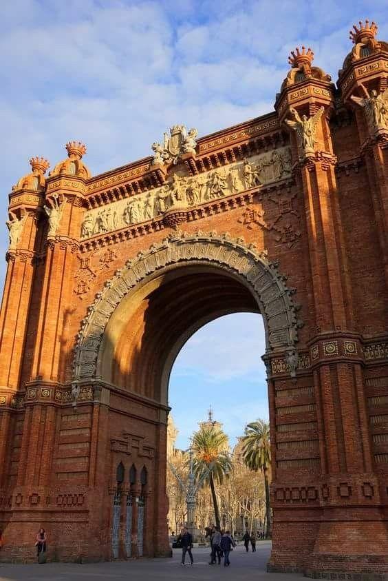 Arco Del Triunfo In Barcelona Catalonia Spain Barcelona